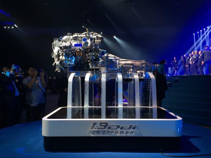 """เครื่องยนต์ดีเซล RZ4E-TC ขนาด 1.9 ดีดีไอ บลูเพาเวอร์ 150 แรงม้า ในปิกอัพอีซูซุ ดี-แมคซ์ ใหม่ จะถูกนำมาวางในรถพีพีวี """"อีซูซุ มิว-เอ็กซ์"""" ใหม่เช่นกัน ที่ตามข่าวจะเปิดตัวในเดือนมีนาคมนี้"""