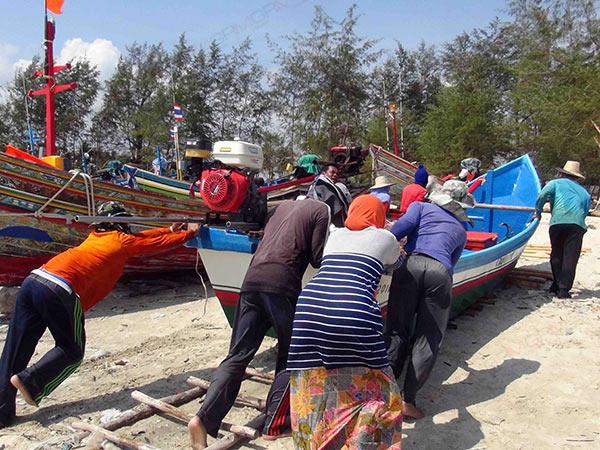 อุตุใต้ฯ เตือนฉบับ 2 คลื่นลมแรงอ่าวไทย 25-27 ก.พ.นี้ เรือประมงเริ่มกลับเข้าฝั่ง