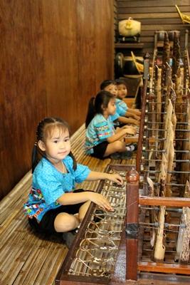 สามพราน ริเวอร์ไซด์ถ่ายทอดภูมิปัญญาวิถีไทยให้วัยซน