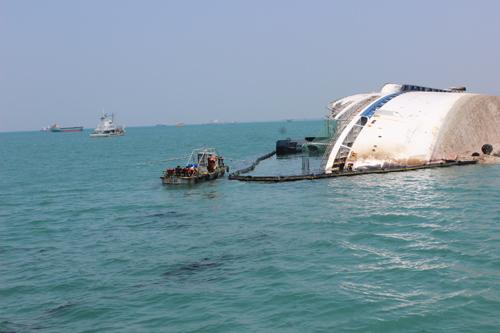 กรมเจ้าท่าเฝ้าระวังคราบน้ำมันจากเรือท่องเที่ยวจมต่อเนื่อง (ชมคลิป)