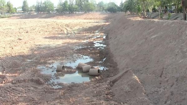 หนองน้ำสาธารณะที่กำลังมีการขุดลอก จุดสุดท้ายที่น้องอั้มวิ่งเล่นก่อนหายตัวไป