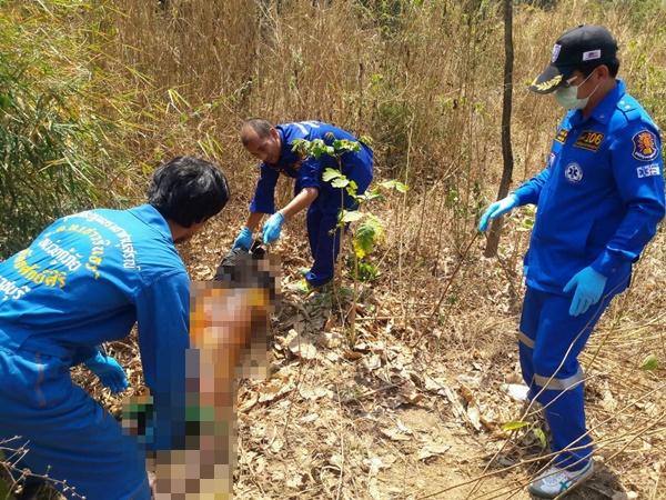 รุมแทงโหด 17 แผลแรงงานพม่าทิ้งศพขึ้นอืดในป่าละเมาหลัง รง.เผากะลามะพร้าว