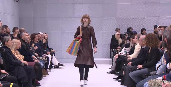 """กำลังฮอต! กระเป๋าดังระดับโลก แรงบันดาลใจจาก """"สำเพ็ง"""""""
