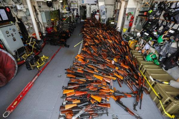 ออสซี่บุกค้นเรือประมงนอกฝั่งโอมาน ยึดอาวุธได้มหาศาลคาดเตรียมส่งไปโซมาเลีย