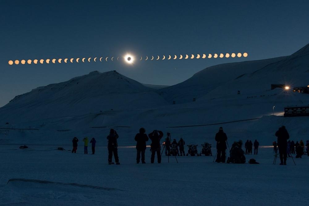 ภาพสุริยุปราคาเต็มดวงแบบซีรีส์ ณ ขั้วโลกเหนือ ภาพโดย ธนกฤต  สันติคุณาภรต์ / Camera : Nikon D800 / Lens : Nikon AF-S 50mm f/1.4G