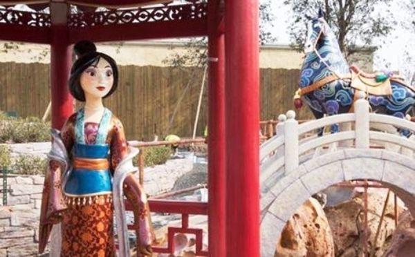 """""""มู่หลาน"""" ตัวการ์ตูนดังซึ่งสร้างขึ้นโดยอิงประวัติศาสตร์จีน มาร่วมสร้างสีสัน (ภาพคิวคิว)"""