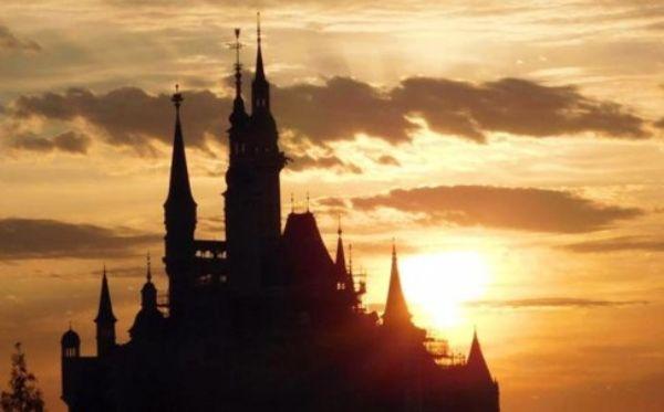 ปราสาทเจ้าหญิง (The Enchanted Storybook Castle) ในเซี่ยงไฮ้ดิสนีย์แลนด์ เป็นปราสาทดิสนีย์ที่สูงใหญ่ที่สุดในโลก (ภาพคิวคิว)