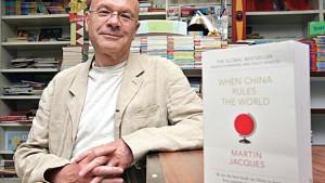 """<i>นักเขียน มาร์ติน ฌาคส์ และหนังสือเรื่อง  """"When China Rules the World"""" ของเขา </i>"""