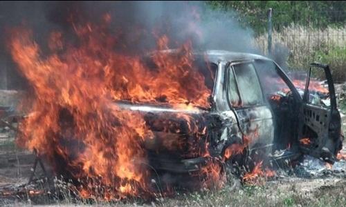 ไฟไหม้ BMW แต่งซิ่งวอดทั้งคัน ช่างเชื่อมซุ้มล้อสะเก็ดไฟหล่นไปที่เบาะ(ชมคลิป)