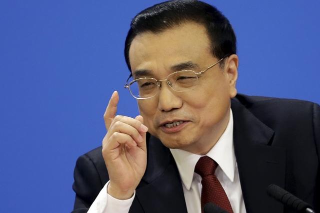 <i>นายกรัฐมนตรี หลี่ เค่อเฉียง ของจีน ขณะแถลงข่าวในวันพุธ (16 มี.ค.) ซึ่งเขายืนยันว่าเศรษฐกิจของแดนมังกรแม้กำลังชะลอตัว แต่จะไม่ทรุดหนักรุนแรง </i>