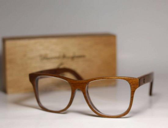 """""""แว่นตากรอบไม้"""" เมื่อแฟชั่นเดินเคียงธรรมชาติธุรกิจก็บังเกิด"""