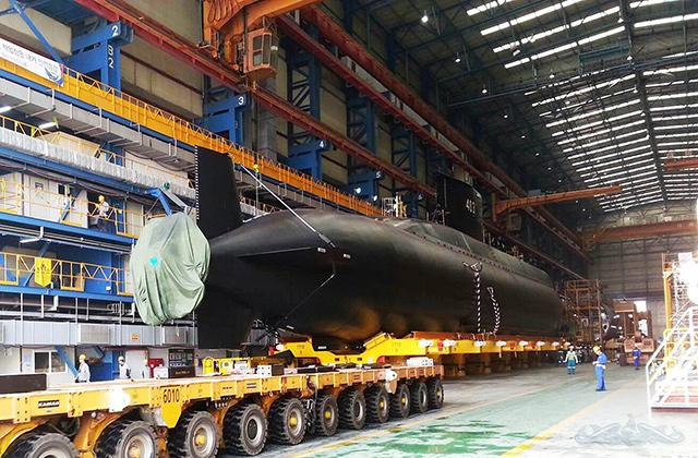 <br><FONT color=#000033>เรือหมายเลข 403  KRI Nagabanda ขนาด 1,400 ตัน เตรียมปล่อยลงน้ำ ที่บริเวณอู่ต่อเรืออ็อคโป (Ocpo Shipyard) ของกลุ่มแดวู ทางตอนใต้ของเกาหลี ขั้นต่อไปคือติดตั้งอุปกรณ์และระบบต่างๆของเรือ ก่อนออกแล่นทดสอบจริงในทะเลตลอดหลายเดือนข้างหน้า แต่การส่งมอบมีกำหนดในปีนี้. - DMSE. </font></b>