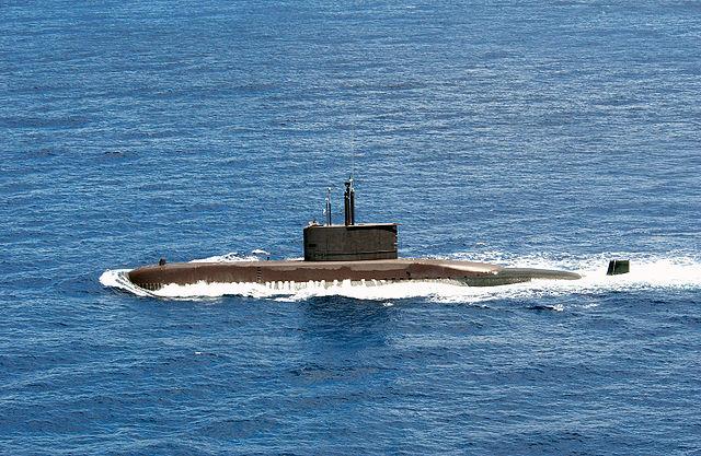 <br><FONT color=#000033>เรือดำน้ำชังโบโก (Chang Bogo, SSK 61) มุ่งหน้าสู่ทะเล 6 ก.ค.2547  เพื่อร่วมการฝึก RIMPAC นี่คือเรือต้นของชั้น ซึ่งปัจจุบันกองทัพเรือเกาหลีมี 9 ลำ ตามแผนการต่อทั้งหมด 13 ลำ เป็นเรือขนาด 1,200 ตันทั้งหมด เป็นเรืออีกชั้นหนึ่ง ที่อยู่ในความสนใจของราชนาวีไทยตลอดหลายปีมานี้. -- Cpf.Navy.Mil/RIMPAC2004. </b>