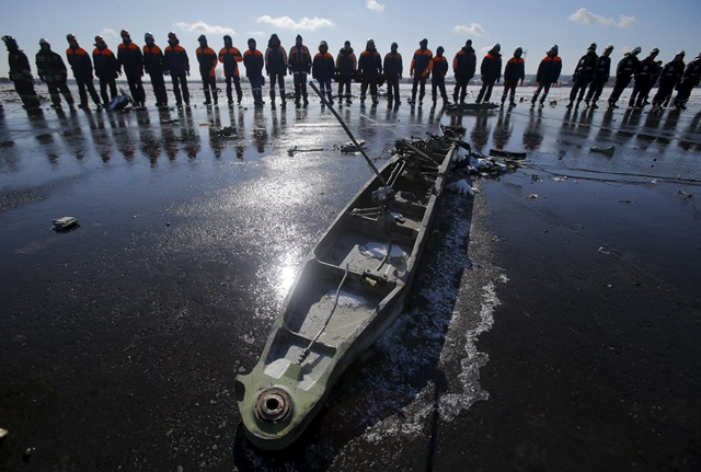 ผู้เชี่ยวชาญการบินตรวจสอบ 'กล่องดำ' ของเที่ยวบิน 'ฟลายดูไบ' ที่ตกในรัสเซีย ตายเรียบ 62 คน