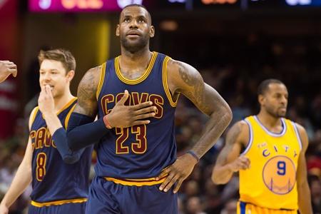 """""""คิงเจมส์"""" ตัดขาดโลกออนไลน์ มุ่งล่าแชมป์ NBA"""