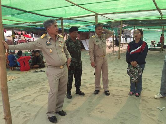 ผู้ว่าฯ หนองคายกำชับมาตรการความปลอดภัย เล่นน้ำคลายร้อนที่หาดทรายทอง