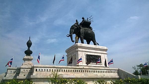 พระบรมราชานุสาวรีย์สมเด็จพระนเรศวรมหาราช จังหวัดกาญจนบุรี