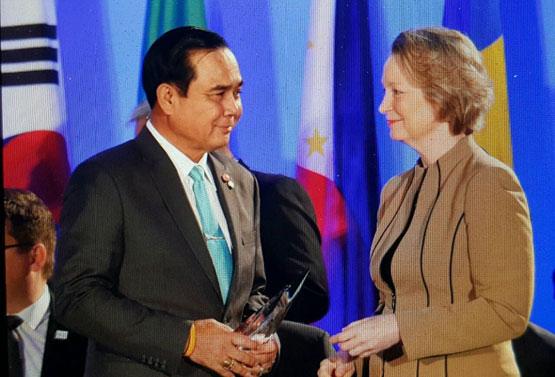 นายกรัฐมนตรีรับรางวัล Nuclear Industry Summit Awards