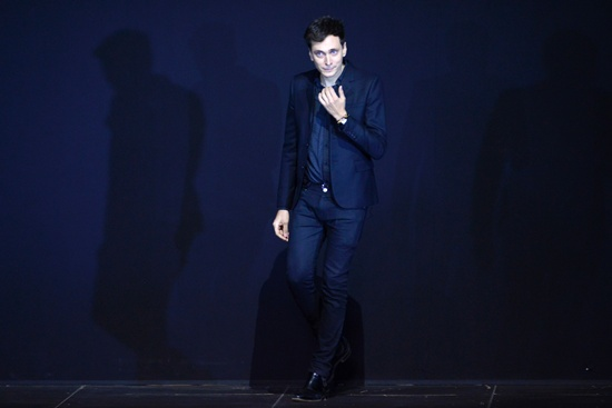 Paris: (FILES) This file photo taken on October 1, 2012 shows French fashion designer Hedi Slimane acknowledging applause at the end of the Yves Saint Laurent Spring/Summer 2013 ready-to-wear collection show in Paris. The creative director of Yves Saint-Laurent is to leave the French fashion house after four years, its parent group Kering announced on April 1, 2016. AFP/Martin Bureau