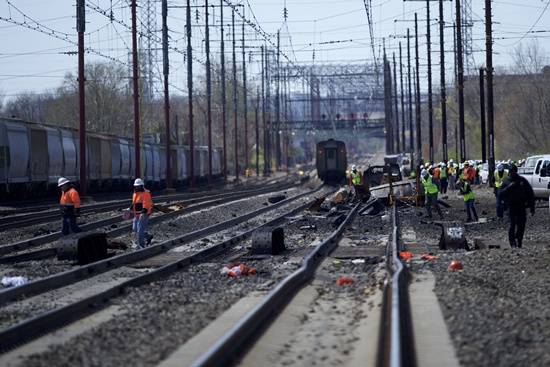 Chester, Pennsylvania, UNITED STATES: Emergency personnel investigate the crash site of Amtrak Palmetto train 89 on April 3, 2016 in Chester, Pennsylvania. Two people are confirmed dead after the lead engine of the train struck a backhoe that was on the track south of Philadelphia, according to published reports. Approximately 341 passengers and seven crew members were onboard the train, which was traveling from New York to Savannah, according to Amtrak. Mark Makela/Getty Images/AFP