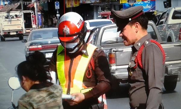 ตร.ตั้งด่านตรวจเข้มวินัยจราจรทั่วถนนทุกสายในเชียงใหม่หวังลดอุบัติเหตุช่วงสงกรานต์