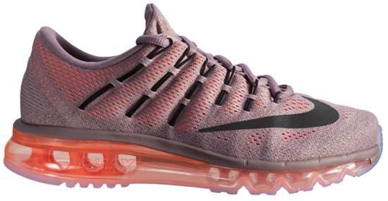 Nike Running Shoes ราคา 5,200 บาท