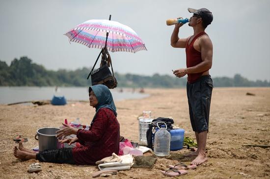 Heatwave shuts more than 250 Malaysian schools: reports