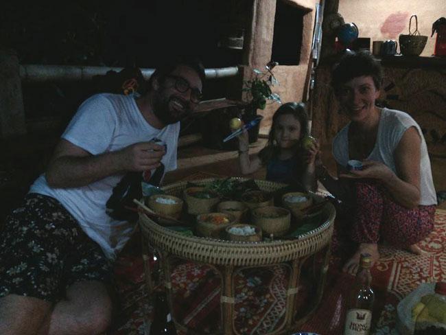 นักท่องเที่ยว  (ภาพจากแฟนเพจ Akha Mudhouse Maesalong)