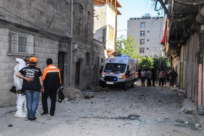 จรวดหลายลูกจากพื้นที่ยึดครอง IS ลอยข้ามพรมแดนตกกลางเมืองตุรกี คร่าชาวบ้าน 4 ศพ