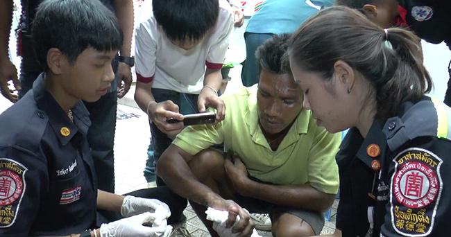 หนุ่มเมืองนนท์สวมแหวนซ้อน ติดข้อนิ้วอักเสบบวมเป่งหวิดขาด โร่ขอความช่วยเหลือกู้ภัยตัดออก(มีคลิป)