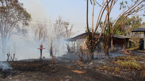ไหม้ทุกวัน! ไฟไหม้ป่าลาม 2 ฝั่งถนนลำปาง-แจ้ห่ม วอดกว่า 30 ไร่
