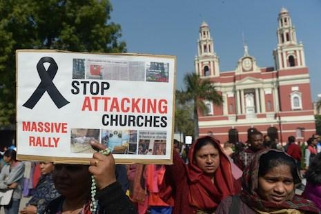 """นักเคลื่อนไหวฮินดูพาตำรวจบุกขวาง """"งานแต่งคริสต์"""" ในอินเดีย-อ้างเจ้าสาวโดนบังคับเปลี่ยนศาสนา"""