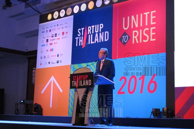"""นายสมคิด จาตุศรีพิทักษ์ รองนายกรัฐมนตรี กล่าวปาฐกถาพิเศษ หัวข้อ """"การขับเคลื่อน Startup Thailand : ฐานเศรษฐกิจใหม่ของไทย"""" ภายในงาน Startup Thailand 2016"""
