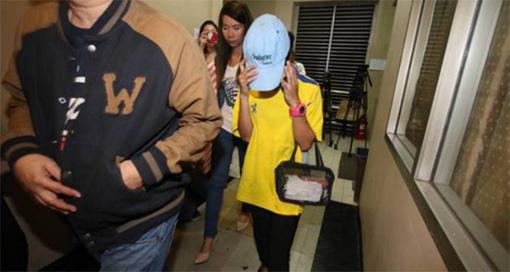 แฟนสาวโจ๋แทงชายพิการเข้าพบตำรวจ ปัดโพสต์เฟซบุ๊ก เบื้องต้นโดนข้อหาร่วมกันฆ่า