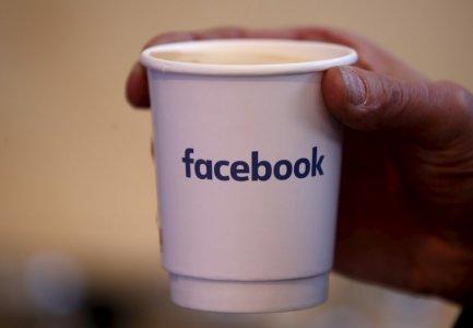 """ศาลจีนห้ามบริษัทเครื่องดื่มใช้ชื่อ """"Face Book"""" เป็นเครื่องหมายการค้า"""