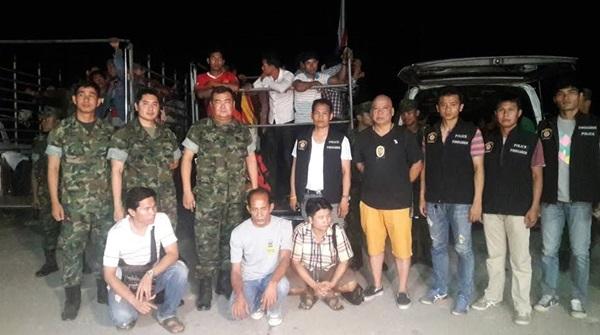 บุกรวบแรงงานเถื่อนชาวกัมพูชากลางสวนผลไม้ใน อ.โป่งน้ำร้อน จ.จันทบุรี
