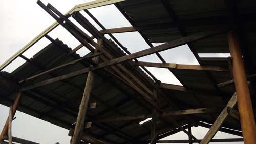 พายุฤดูร้อนพัดกระหน่ำบ้านเรือนประชาชนใน จ.สระแก้ว ได้รับความเสียหาย 8 ครัวเรือน