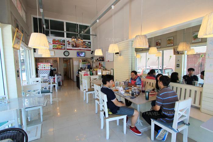 บรรยากาศด้านในร้านชิมไทย