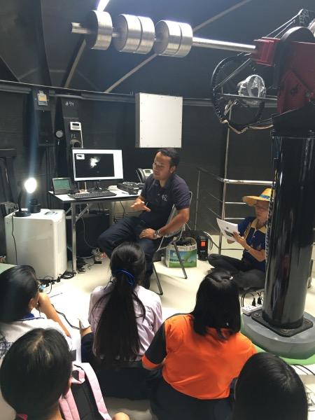 นักเรียนในโครงการมีโอกาสใช้กล้องโทรทรรศน์ขนาดเส้นผ่านศูนย์กลาง 0.5 เมตร เพื่อทำวิจัยอย่างเต็มที่