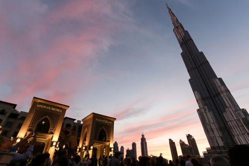 Burj Khalifa ตึกที่ครองตำแหน่งตึกสูงที่สุดในโลก ที่ตั้งอยู่ในดูไบ