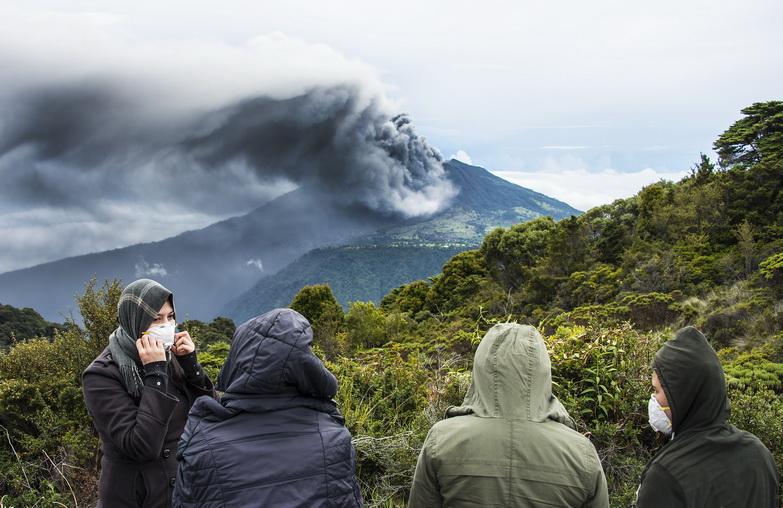 """ภูเขาไฟ """"ตูร์ริอัลบา"""" ในคอสตาริกาปะทุรุนแรงสุดในรอบ 6 ปี-พ่นเถ้าถ่านลอยไกลถึงเมืองหลวง"""