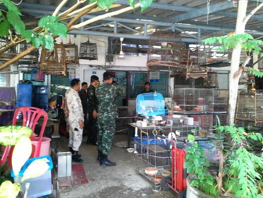 ตำรวจสภ.เมืองอุบลฯร่วมกับทหารกองกำลังรักษาความสงบเรียบร้อยจังหวัดอุบลราชธานี เข้าตรวจสอบบ้านพักครูที่รับดัดแปลงสภาพปืน