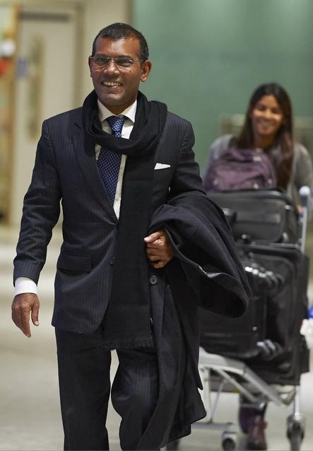 อดีตประธานาธิบดี โมฮาเหม็ด นาชีด แห่งมัลดีฟส์ ขณะเดินทางถึงสนามบินนานาชาติฮีทโธรว์ กรุงลอนดอน เมื่อวันที่ 21 ม.ค.