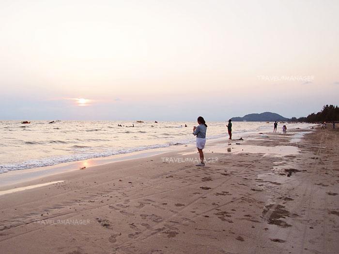 หาดเจ้าหลาวยามเย็นเงียบสงบ