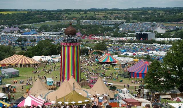 ปรับเงิน 1.6 ล้านบาท! เทศกาลดนตรี Glastonbury ปล่อยสิ่งปฏิกูลลงแม่น้ำทำปลาตาย 42 ตัว