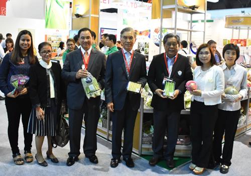 สวทช.ร่วมสภาหอฯ เปิดตัว 17 SMEs ผักผลไม้ ลุย AEC ด้วย ThaiGAP งาน THAIFEX