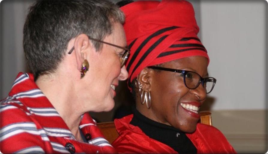 ลูกสาวสาธุคุณ เดสมอนด์ ตูตู เจ้าของรางวัลโนเบลสันติภาพแห่งแอฟริกาใต้ ถูกปลดจากการเป็นสาธุคุณ!! หลังแต่งงานเพื่อนหญิงเพศเดียวกัน