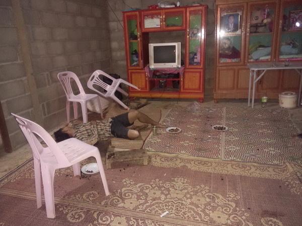 ชายปริศนาชักปืนกราดยิงชาวบ้านกลางวงน้ำชาดับ 1 เจ็บ 3