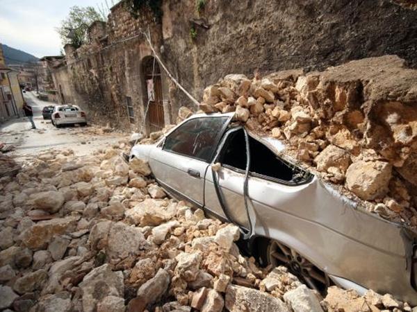 ภาพความเสียหายจากเหตุแผ่นดินไหวเมื่อวันที่ 8 เม.ย. 2009 ที่เมือง L'Aquila (REUTERS PHOTO/Davide Elias)