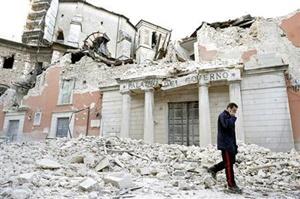 เมือง L'Aquila (REUTERS PHOTO/Alessandro Bianchi)